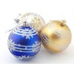 Разноцветни коледни топки с декорация