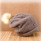 Плетена шапка с перли
