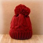 Плетена шапка с понпон