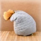 Плетена шапка с пух