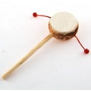 Малко барабанче на постамент