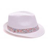 Бяла шапка с лента на цветя