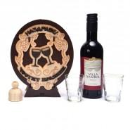 Дървена бъклица с вино - Честит празник