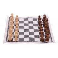 Шах с дървени фигурки