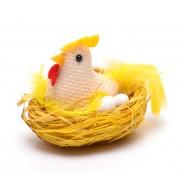 Кокошка в гнездо с две яйца