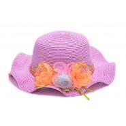 Малка шапка с изкуствени цветя