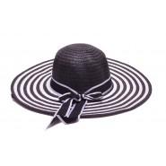Плетена шапка с голяма периферия
