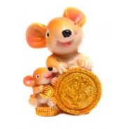 фигура на плъх с малкото си и монети