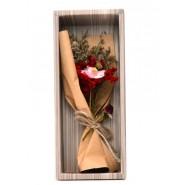 Букет от изкуствени цветя в кутия
