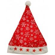 Червена коледна шапка декорирана със сребърни снежинки и светещи звездички.